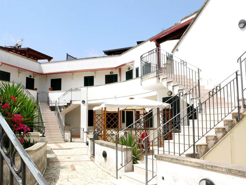 Appartamento con terrazzo attrezzato | Casasi Immobiliare